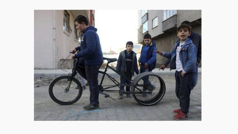Ağrı'lı Küçük Mucit, Bisikletine Otomobil Lastiği Taktı