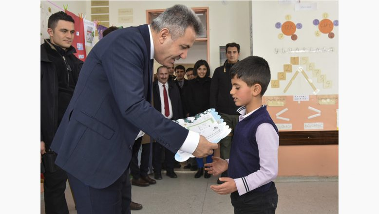 Ağrı Valisi Elban, Öğrencilerin Karne Sevincini Paylaştı
