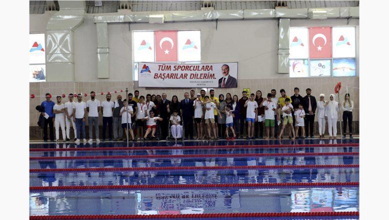 AİÇÜ'de Engelli Yüzme Yarışması Düzenlendi
