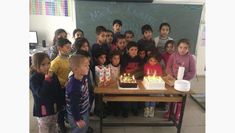 Ağrılı  Cafer Canşi'den,Minik Öğrencilerle Toplu Doğum Günü Kutlaması