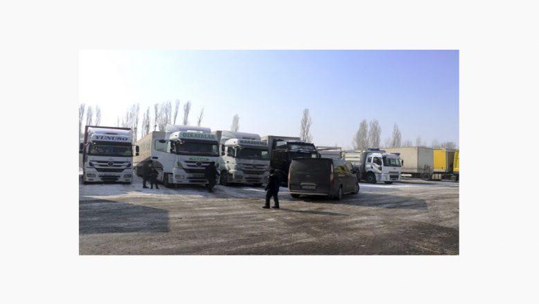 Ağrı'da Dondurucu Soğuklar Tırları Vurdu
