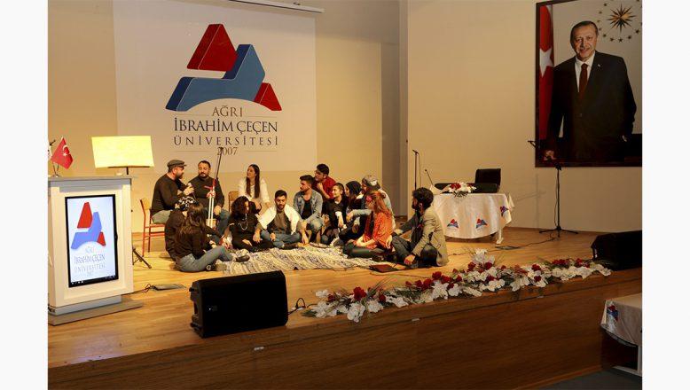 """Ağrı İbrahim Çeçen Üniversitesi'nde """"Oyun, Dans ve Müzik"""" Gösterisi Düzenlendi"""