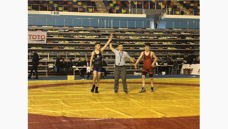Güreşte Türkiye 2.si Ağrı'lı Güreşçi Elkatmış Oldu