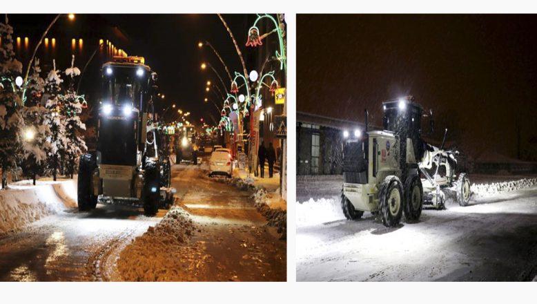 Ağrı Belediyesinden Gece Kar Mesaisi