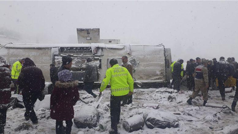 AĞRI- Yolcu Otobüsü Kaza Yaptı Çok Sayıda Yaralı Var