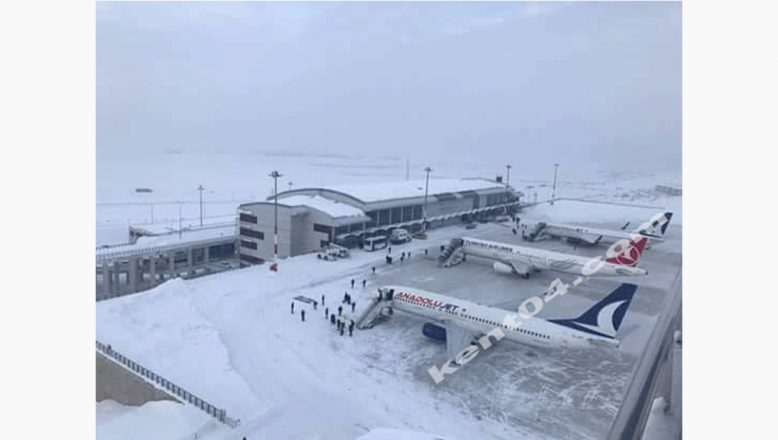 Ağrı'da Kar Ve Tipi Hava Ulaşımını Olumsuz Etkiliyor