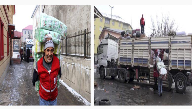 Ağrı'da  Depremzedeler İçin Toplanan Yardımlar Yola Çıktı