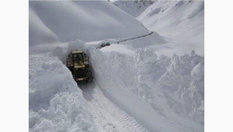 Ağrı'da kar, tipi ve fırtına hayatı durma noktasına getirdi