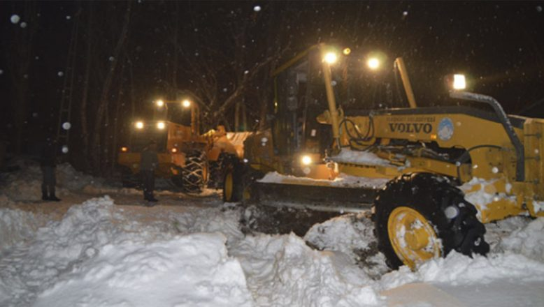 Ağrı'da karla mücadele ekiplerine durmak yok, gece mesaisi devam ediyor!