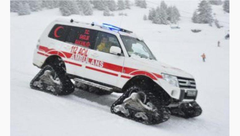 Ağrı'da hasta çocuğun imdadına paletli ambulans yetişti!