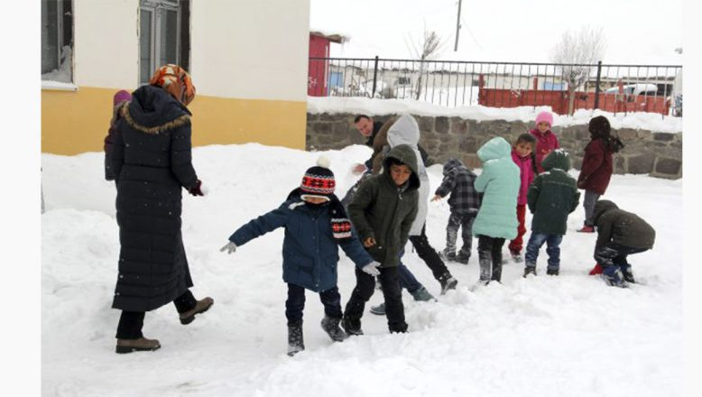Ağrı'nın Hamur ilçesinde okullara kar tatili