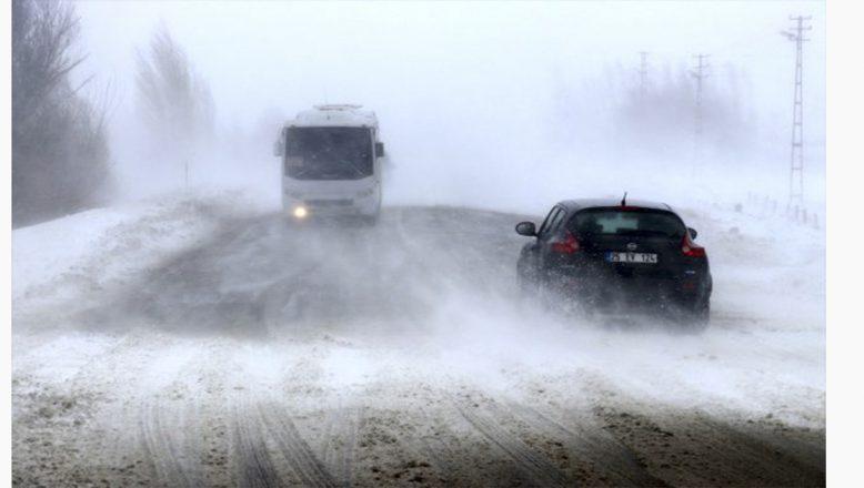Ağrı-Van kara yolu tekrar ulaşıma açıldı