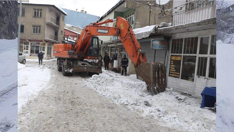 Ağrı Belediyesi Karla Mücadele Çalışmalarını Aralıksız Sürdürüyor