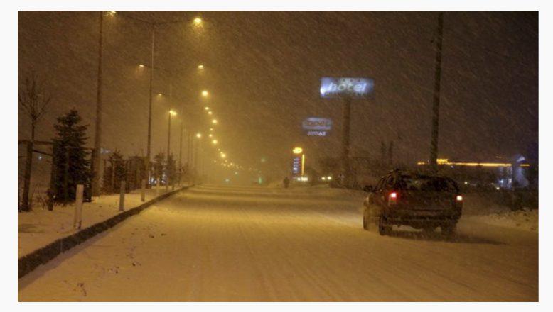 Ağrı'da kar ve tipi etkisini arttırarak devam ediyor!