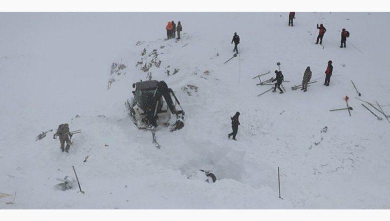Ağrı'dan 4 kişilik arama kurtarma ekibi  çığ bölgesine gönderildi
