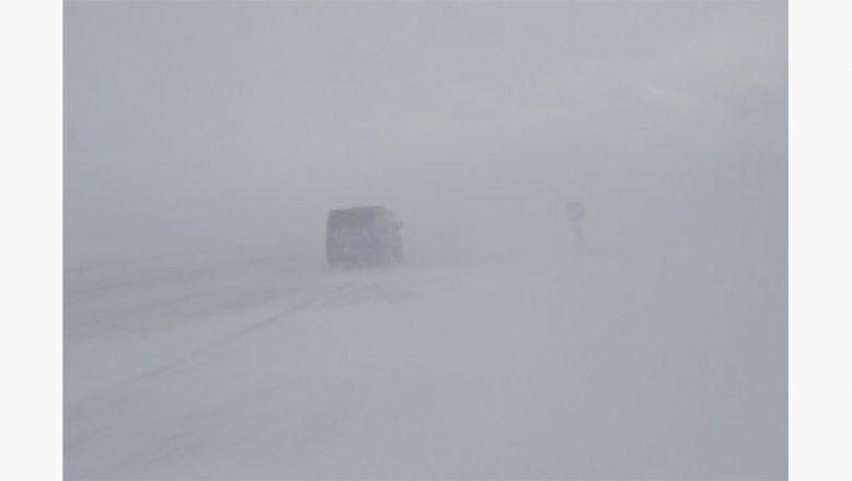 Ağrı-Van kara yolu kar ve tipi nedeniyle ulaşıma kapandı