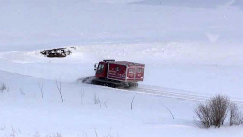 Ağrı'da Yaralı Hastanın Yardımına Paletli Ambulans Yetişti