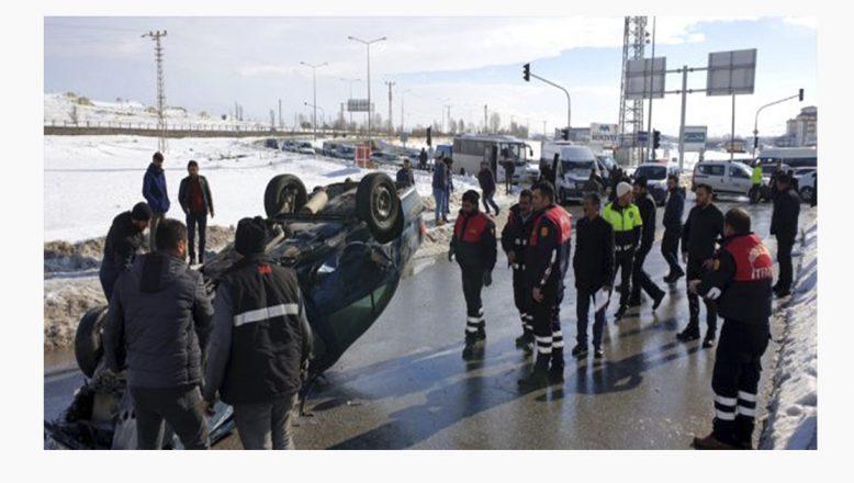 Ağrı Patnos'ta feci kaza, tır otomobili biçti 1 ölü, 2 yaralı
