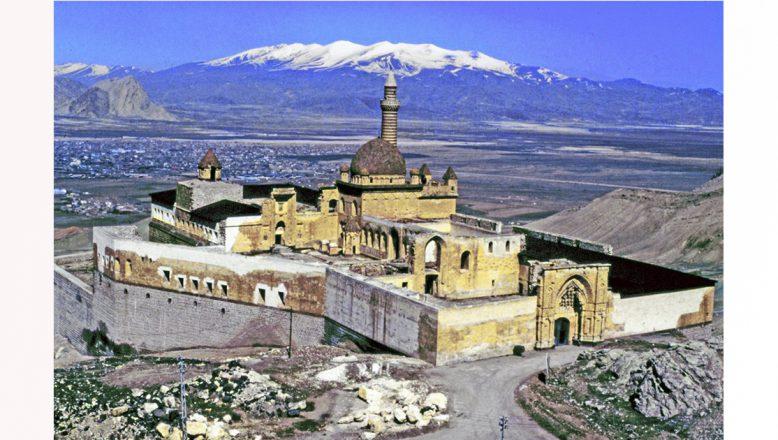 Ağrı İshak Paşa Sarayı koronavirüs tedbirleri kapsamında ziyarete kapatıldı