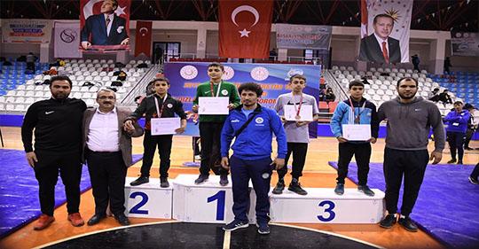 Ağrı'lı güreşçiler bronz madalya kazandılar