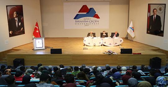 "AİÇÜ'de ""Hakk'ın Sesi Mehmet Akif"" Konulu Konferans Düzenlendi"