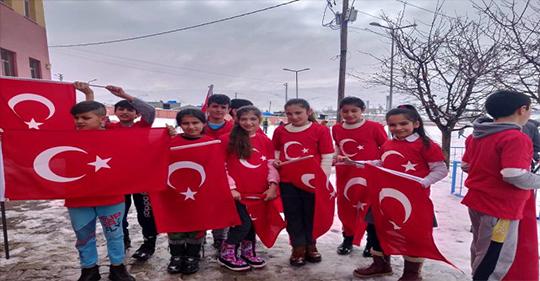 Ağrı'da Köy çocuklarından Mehmetçiğe destek