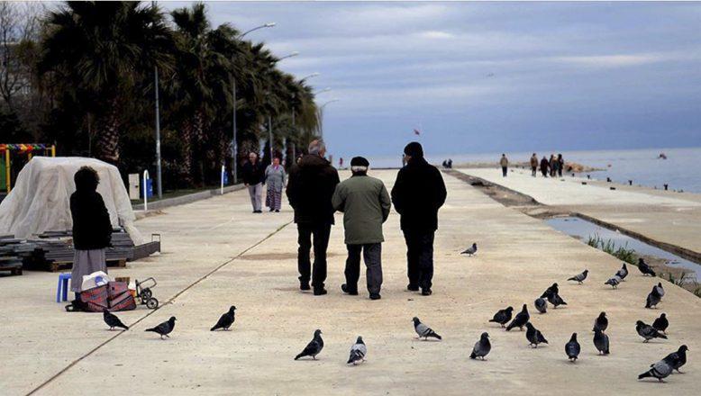 İçişleri Bakanlığı: 65 yaş üstü ve kronik rahatsızlığı olanların dışarı çıkmaları sınırlandırıldı