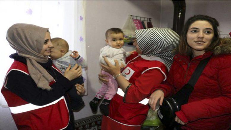 Ağrı'da,Türk Kızılayından Bebek Mutluluğu Yaşayan Ailelere Sürpriz