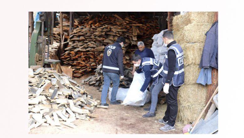 Ağrı'da yakacağı biten aile polisin getirdiği odunla ısınacak