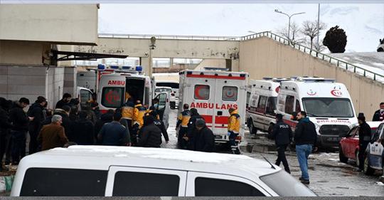 Ağrı'da Gürbulak Gümrük Müdürlüğü'ne ait araca düzenlenen roketli saldırıda yaralanan bir personel şehit oldu.