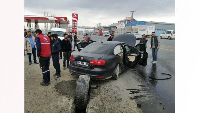 Ağrı'da Yoldan Çıkan Araçta Bir Kişi Yaralandı