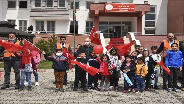 Ağrı'da 23 Nisan Ulusal Egemenlik ve Çocuk Bayramını Çoşkuyla Kutlandı