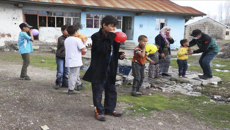 """Ağrı'da """"vefa ekipleri"""" yardım dernekleriyle vatandaşlara ulaşmaya devam ediyor"""