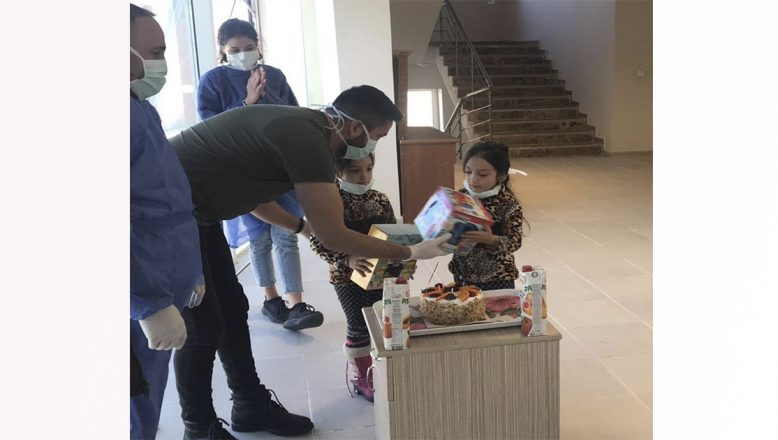 Doğubayazıt'ta Karantinaya Alınacak Aileye Pastalı Karşılama