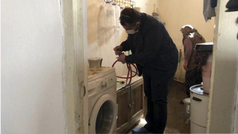 Tutak'ta çamaşır makinesi bozulan yaşlı çiftin yardımına Vefa ekipleri yetişti