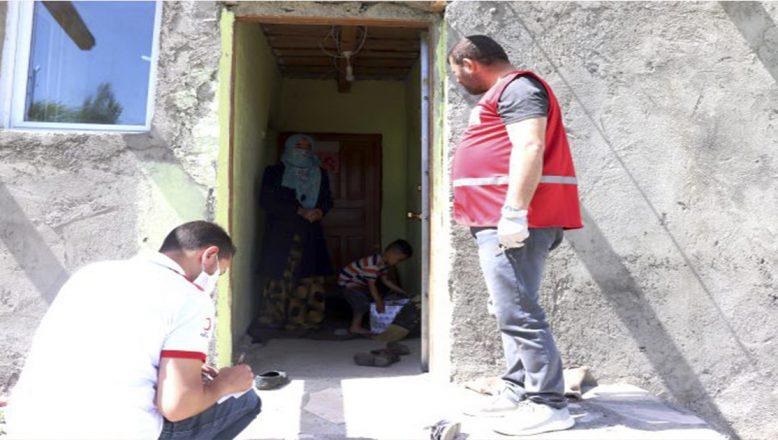 Ağrı'da Yardıma Muhtaçları Türk Kızılay Bayramda da Unutmadı