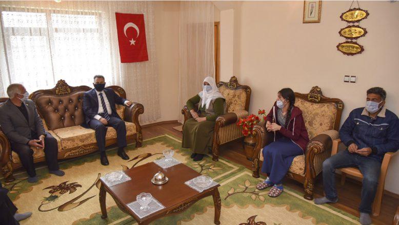 Vali Elban'dan Şehit Ailesine 'Anneler Günü ' Ziyareti