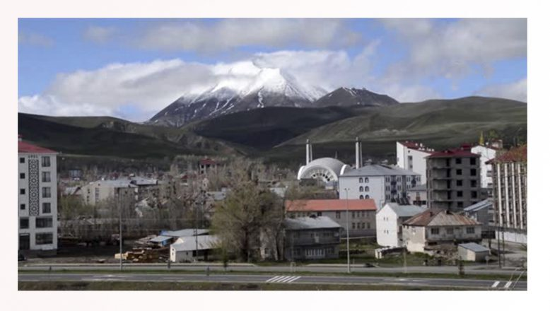 Ağrı'da Kösedağ Baharda Kartpostallık Görüntü Sergiliyor