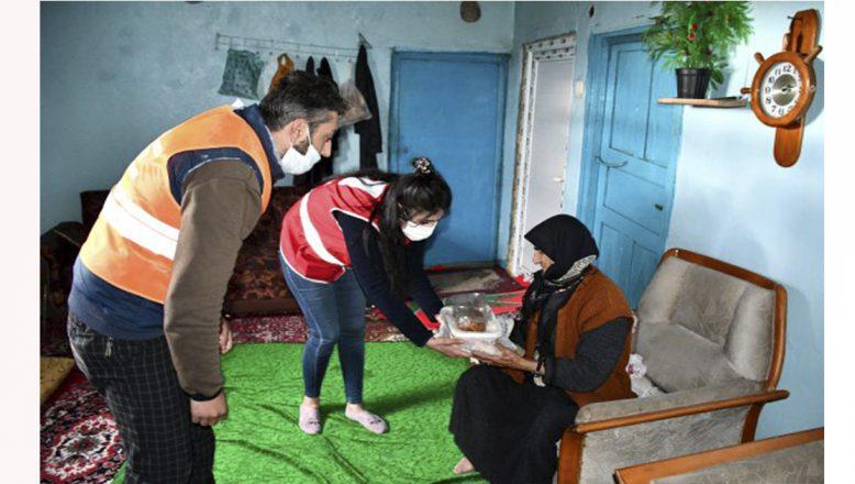 Türk Kızılay'ı, Ağrı'da  her gün 250 aileye günlük sıcak yemek ulaştırıyor