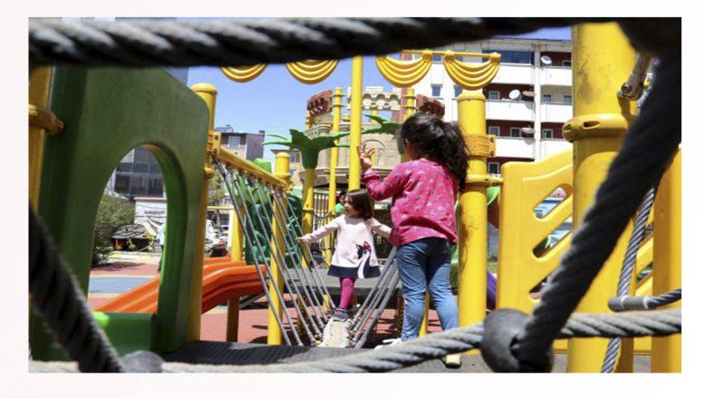 Doğu'da 0-14 yaş aralığındaki çocuklar sokakta gönüllerince eğlendiler