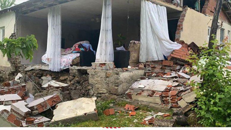 Bakan Kurum: Bingöl'de Meydana Gelen Depremle İlgili  Bölgeye Ekipler Sevk Edildi
