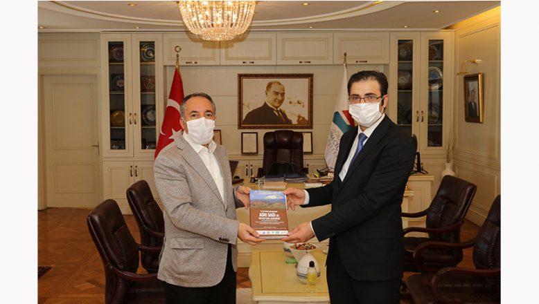 AİÇÜ Rektörü Prof. Dr. Abdulhalik Karabulut, (SERKA) Genel Sekreteri Oktay Güven'i misafir etti