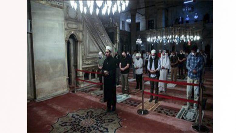 3 ay sonra camilerde cemaat ilk sabah namazını birlikte kıldılar