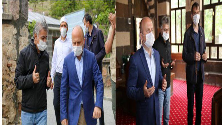 Ağrı Valisi Dr. Osman Varol Ahmed-iHani Baba Türbesini ziyaret etti