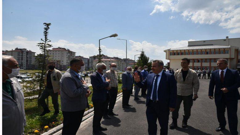 Ağrı Valisi Süleyman Elban, yeni görev yerine uğurlandı