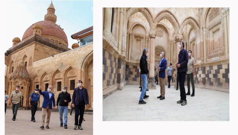 Ağrı Valisi Dr. Osman Varol Tarihi İshak Paşa Sarayını Ziyaret Etti