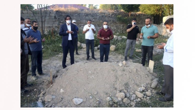 Tekne faciasında hayatını kaybeden göçmenin cenazesi Taşlıçay'da toprağa verildi