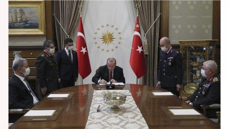 Cumhurbaşkanı Erdoğan, YAŞ kararlarını onayladı! 17 general ve amiral bir üst rütbeye yükseltildi