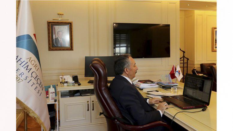 """AİÇÜ'de """"15 Temmuz Farkındalık Konferansı"""" Online Olarak Gerçekleştirildi"""