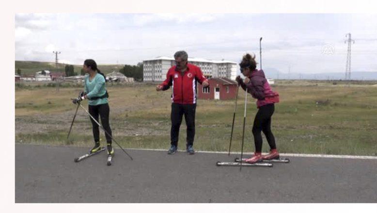 Ağrı'da,Milli kayaklı koşucular, olimpiyat kotası için asfaltta ter döküyor